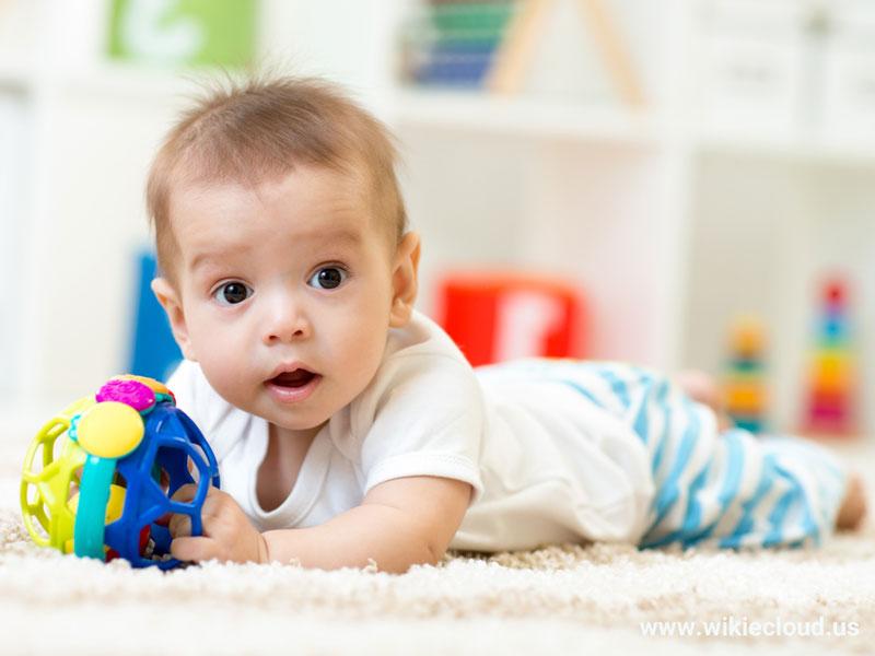 بازیهای نوزادان از چهار تا شش ماهگی