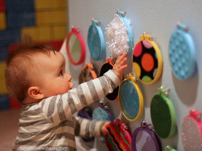 مراحل رشد کودک از  ۷ تا ۱۲ ماهگی