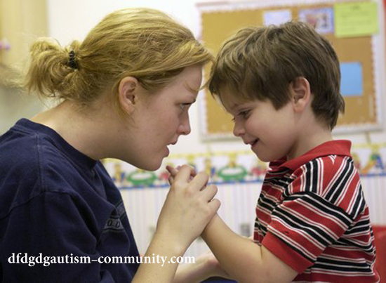 روشهای رفتار درمانی و بهبود ارتباط با کودک اتیسم