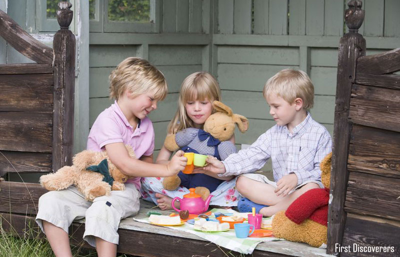 بازی پسربچه ها با عروسک؛ معمول یا غیرمعمول؟