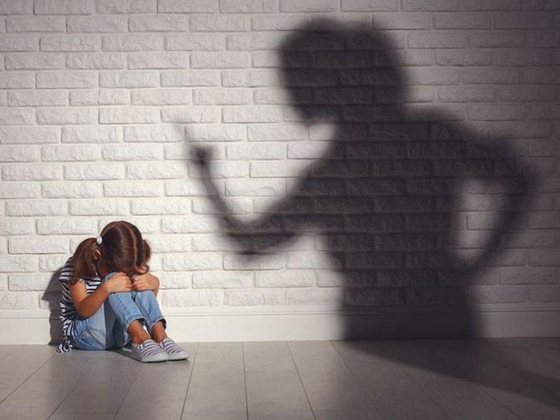 والدین کنترلگر چه نشانههایی دارند؟