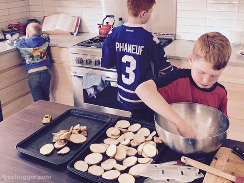 تجربه یک مادر کانادایی از آموزش در خانه در دورهی قرنطینهی خانگی