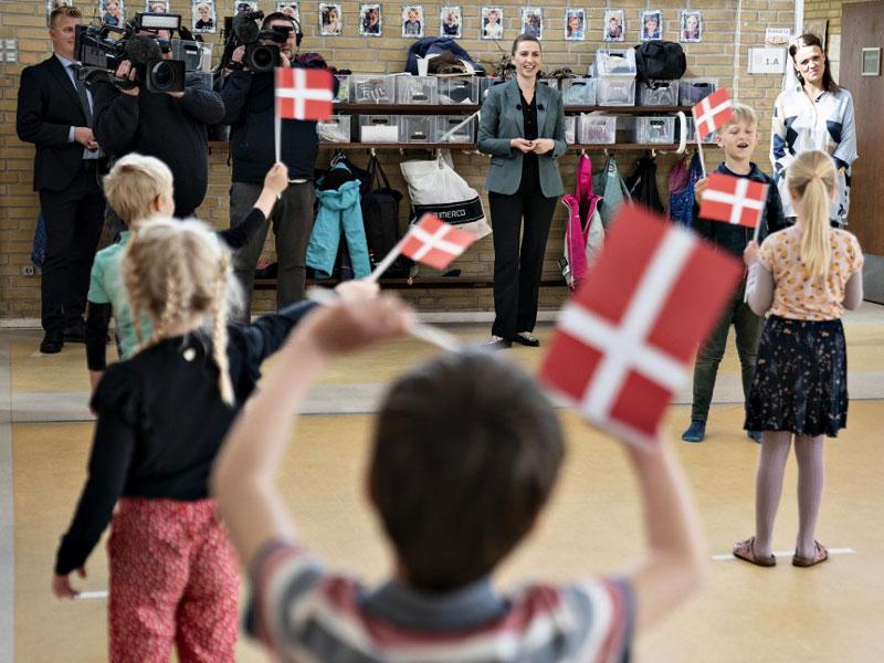 چگونه دانمارک دانشآموزان را بسیار زود به کلاسهای درس بازگرداند؟