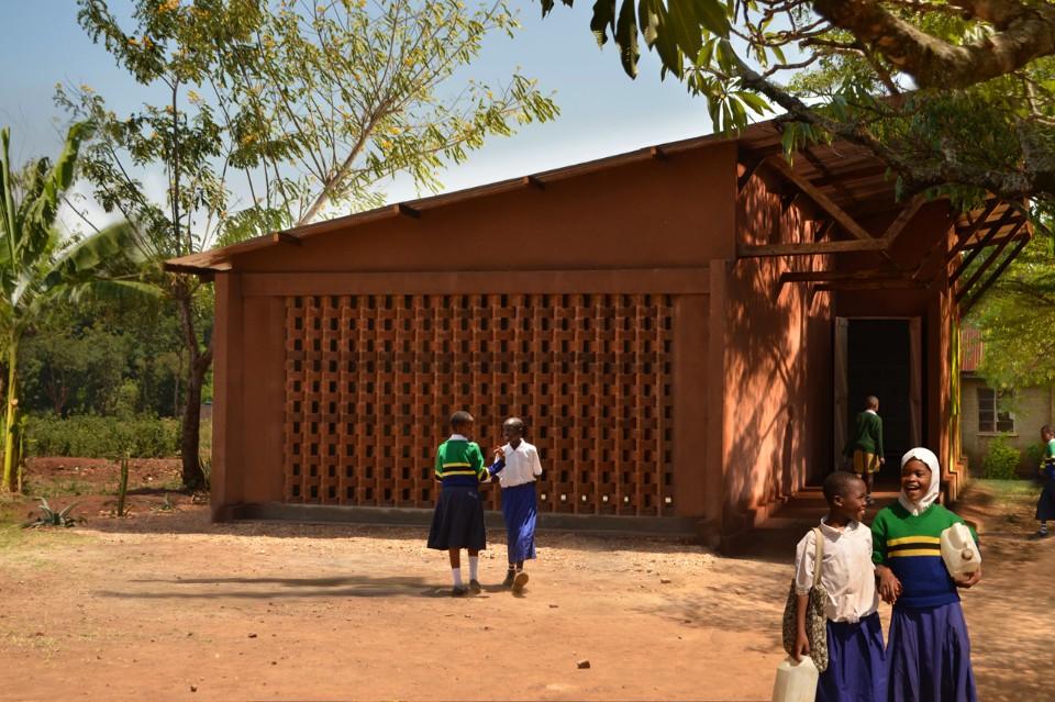 طراحی کتابخانهی کودکان با همکاری خود مردم منطقه ی تانزانیا