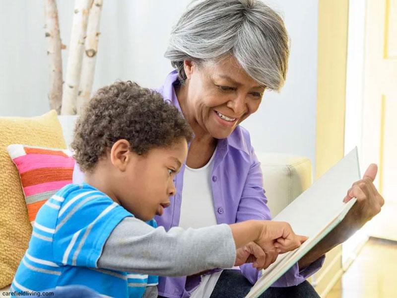 بازتاب داستانها و قصهها در مغز کودک؛ نگاهی به سیستم آینهای مغز و پیوند آن با کتابخوانی کودکان