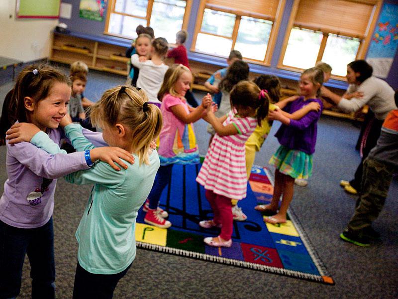 لزوم توجه به زنگ تفریح و فعالیت در برنامه کلاسی کودکان