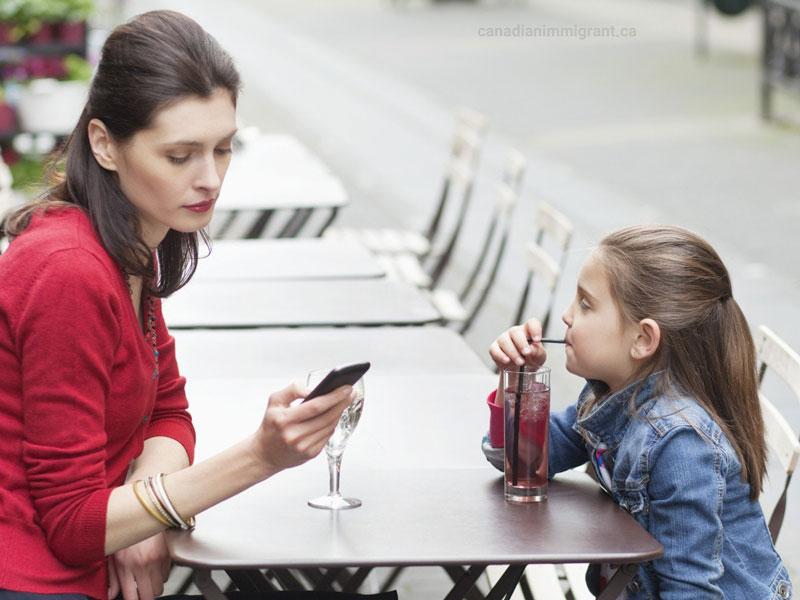 چگونه فناوری با فرزندپروری تداخل میکند؟