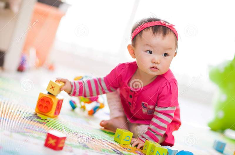 کودک در دنیای اسباب بازی