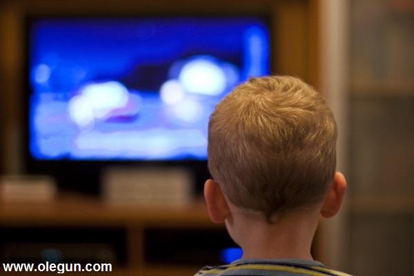 تاثیر مشاهده ی خشونت در رسانهها بر کودکان