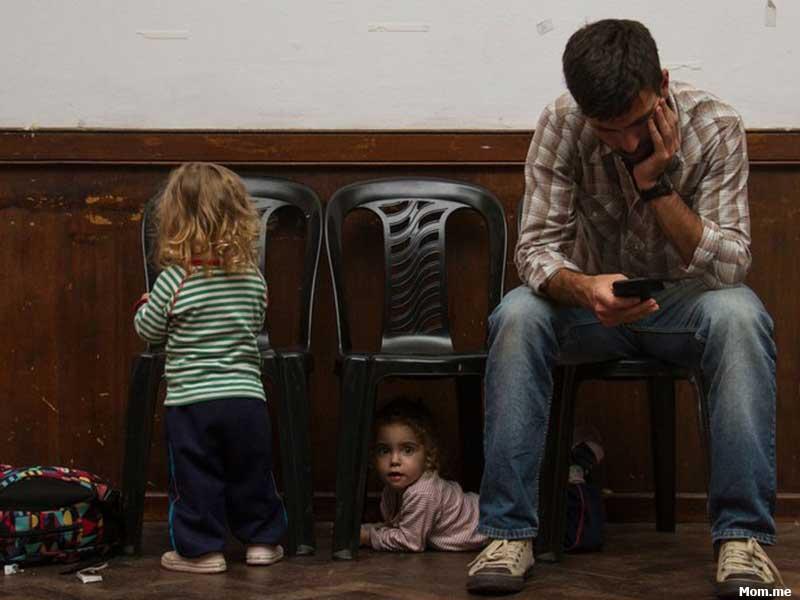 بچهها چه احساسی به گوشی پدر و مادرهایشان دارند؟