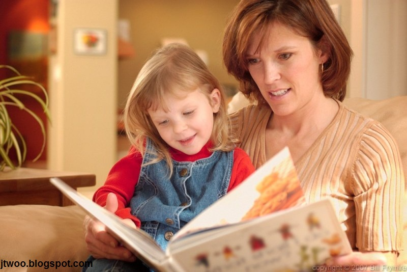 کتابخوانی شیوه ای برای فراگیری مهارت های زبانی خردسالان