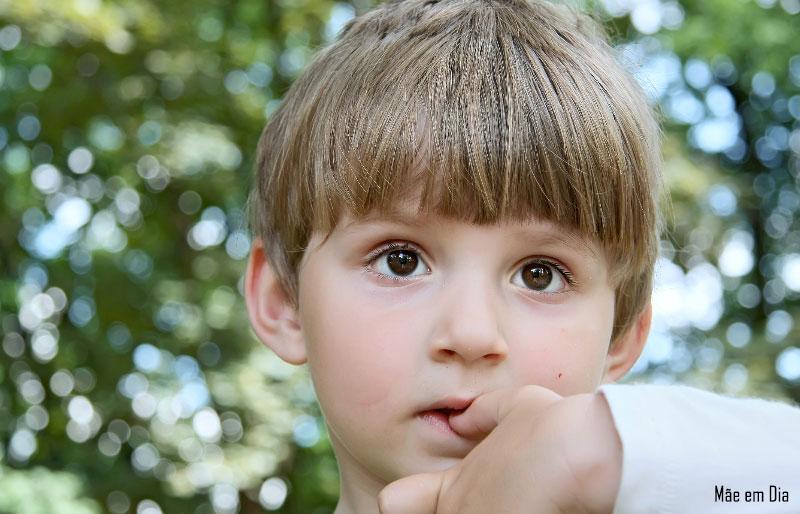 دلیل جویدن ناخن ها توسط کودک