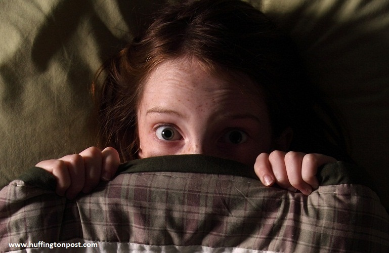 چرا بچهها از تاریکی میترسند؟