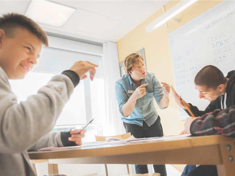 دبیرستان برای جوانان از ۲۰-۱۶ سال در سوئد