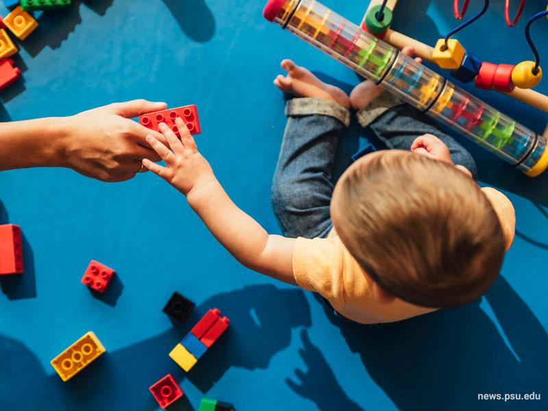 بازی کودکان در کودکستان خانگی
