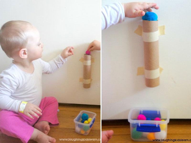 بازی با توپک نخ پنبه یا پشمی برای نوپایان