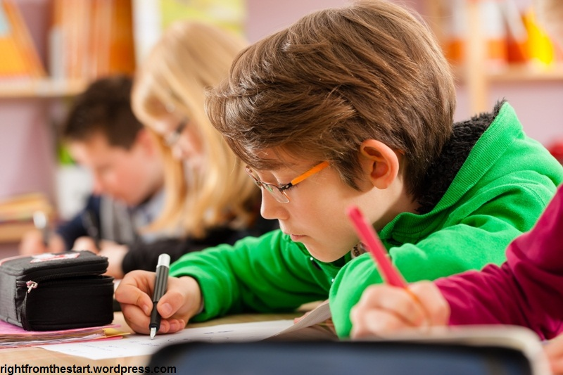 بررسی رابطه هوش هیجانی و پیشرفت تحصیلی