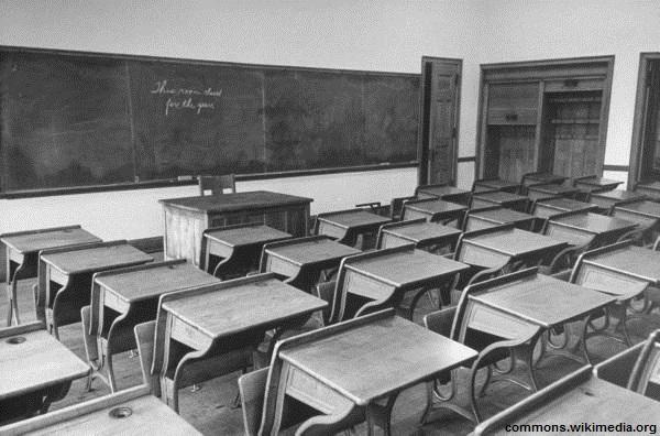 علیه استبداد نظام آموزشی
