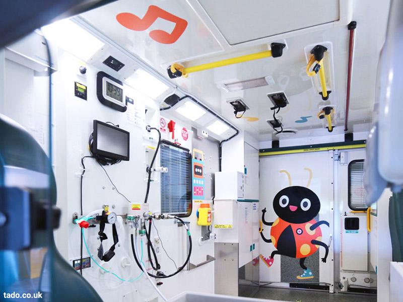 آمبولانس های تصویرسازی شده برای کودکان در خیابانهای شفیلد انگلستان