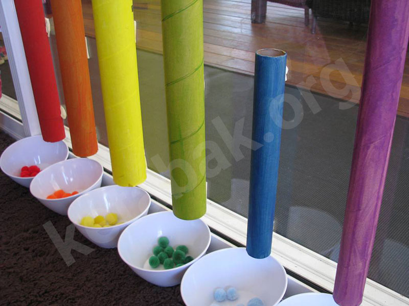 کودکان و بازی رنگ ها