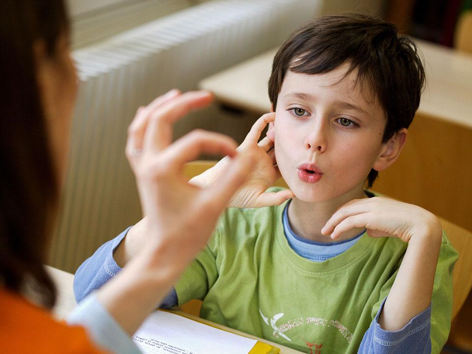 لکنت زبان و اختلال گفتاری در کودکان