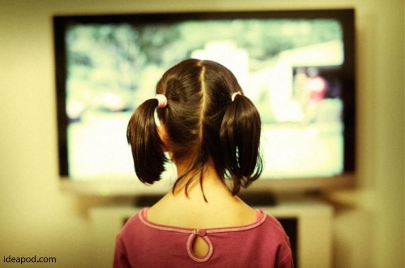 کودکان حداکثر روزی ۲ ساعت تلویزیون ببینند