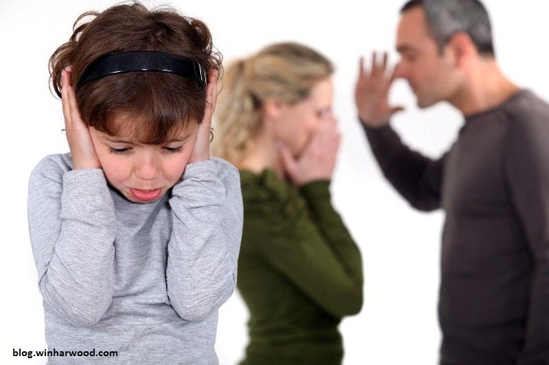 نقش کودک در دعواهای پدر و مادر